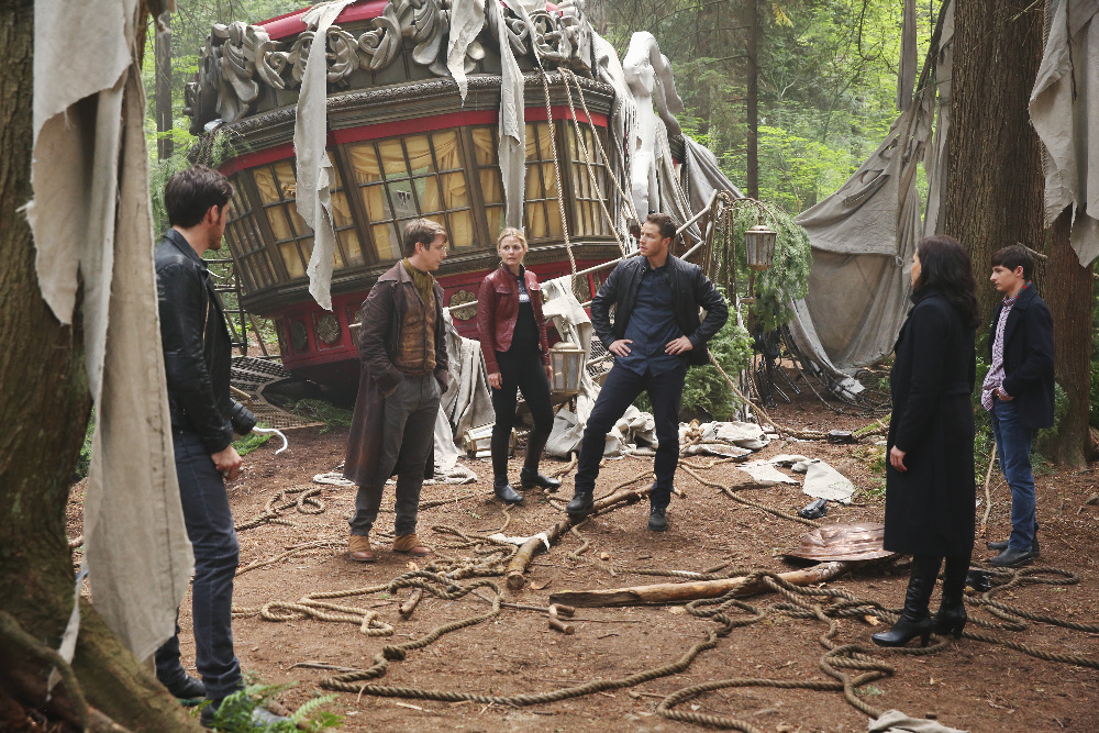 """ONCE UPON A TIME - """"The Savior"""" - As """"Once Upon a Time"""" returns to ABC for its sixth season, SUNDAY, SEPTEMBER 25 (8:00-9:00 p.m. EDT), on the ABC Television Network, so does its classic villain-the Evil Queen. (ABC/Jack Rowand) COLIN O'DONOGHUE, HANK HARRIS, JENNIFER MORRISON, JOSH DALLAS, LANA PARRILLA, JARED S. GILMORE"""