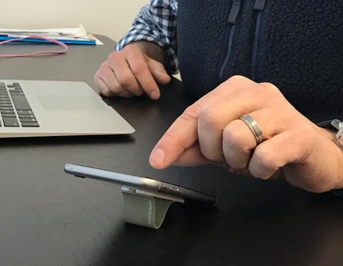man hand with phonefin stand