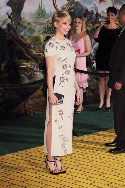 Oz tthe Great and Powerful Premiere El Capitan Theatre photo bomb behind Michelle Williams