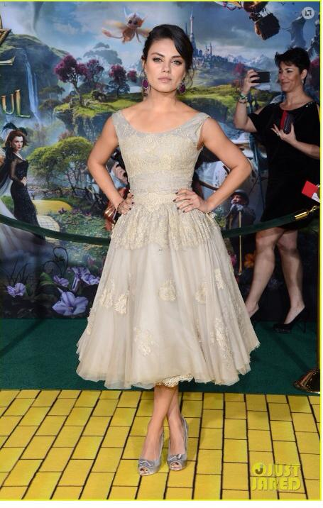 Oz tthe Great and Powerful Premiere El Capitan Theatre photo bomb behind Mila Kunis